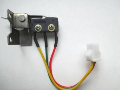 Микровыключатель для китайских газовых колонок  три контакта с креплением